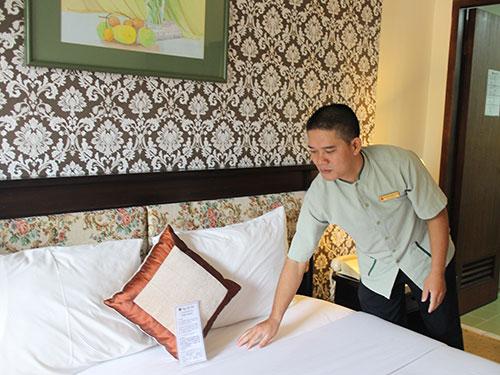 Anh Nguyễn Hoàng Lang với công việc phục vụ phòng tại khách sạn Saigon Star