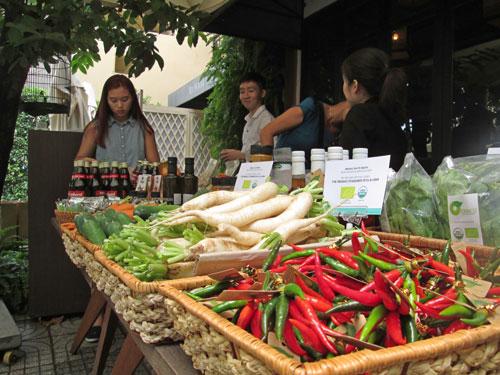 Thực phẩm sạch có giá thành cao nên cần sự tiếp sức của người tiêu dùng để phát triển, hạ giá thành