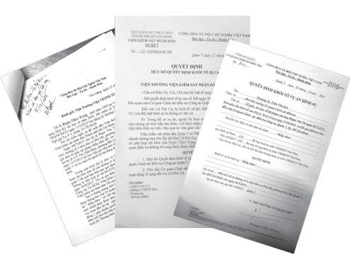 Đơn tố giác của chị Ph.T.T và các quyết định tố tụng của những cơ quan pháp luật quận 7, TP HCM Ảnh: CÔNG LÝ