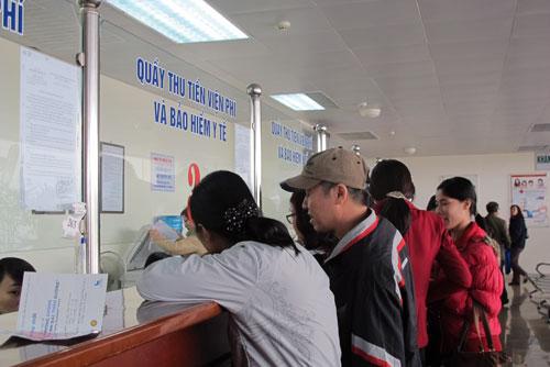 Làm thủ tục khám chữa bệnh diện BHYT tại một cơ sở y tế ở Hà Nội