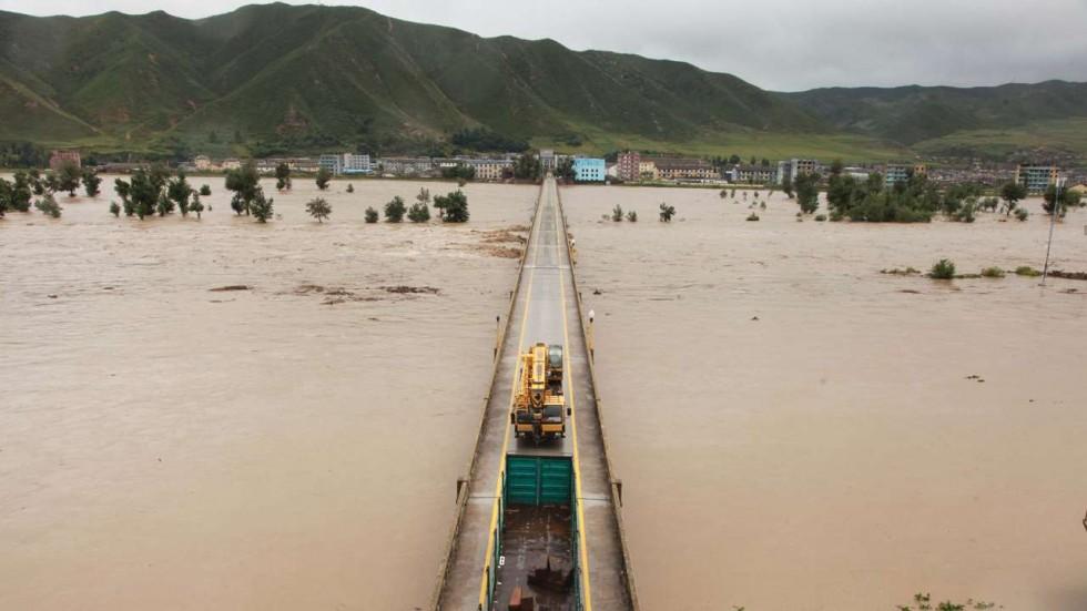 Sông Đồ Môn bị vỡ bờ trong trận lũ lụt tồi tệ. Ảnh: THX
