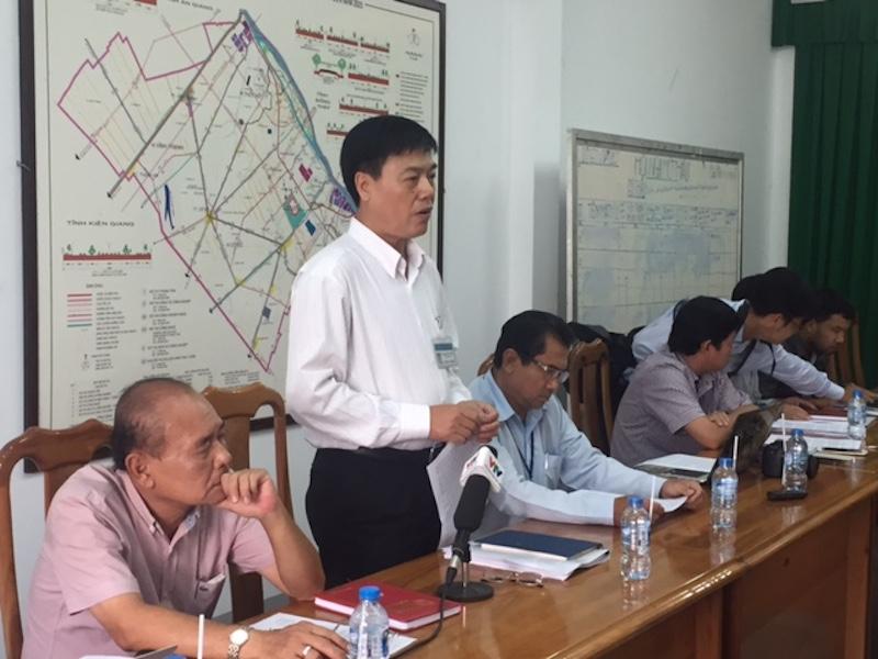 Ông Trịnh Ngọc Vĩnh, Phó Giám đốc Sở GTVT TP Cần Thơ trả lời báo chí.