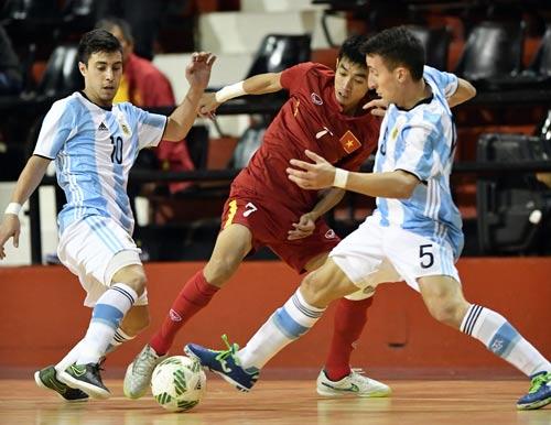 Trọng Luân (giữa), một trong những trụ cột của tuyển futsal Việt NamẢnh: Tú Trần
