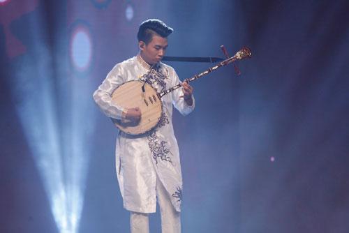 Trung Lương - tài năng đàn nguyệt Ảnh: Ân Nguyễn