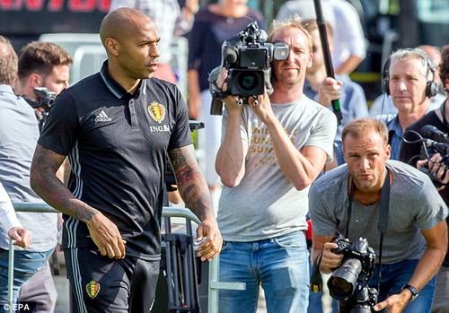 Sự hiện diện của Thierry Henry thu hút truyền thông Bỉ