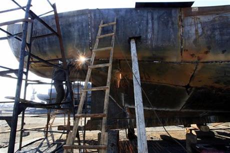 Xưởng đóng tàu Hongwon ở tỉnh Nam Hamgyong Province cũng hoạt động liên tục. Ảnh: AP