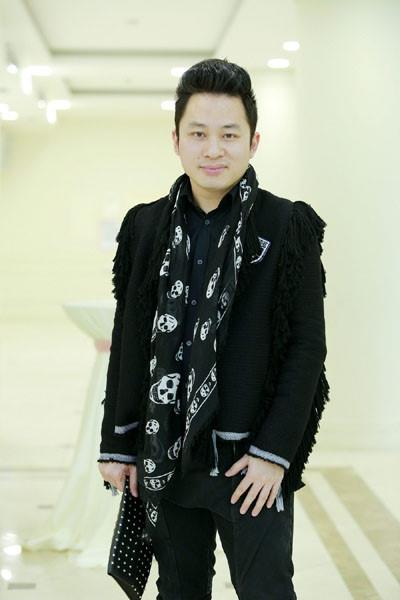 Tùng Dương cũng có mặt trong chương trình với đàn chị thân thiết