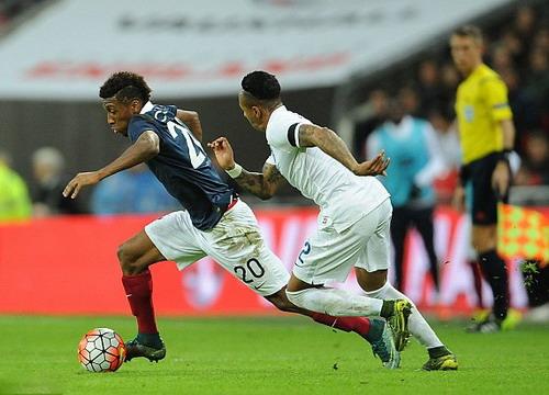 Coman ra mắt trong màu áo tuyển Pháp ở trận giao hữu với tuyển Anh