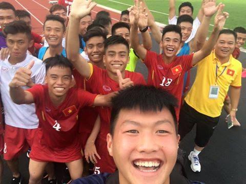 Các cầu thủ U16 Việt Nam ăn mừng sau chiến tích đánh bại U16 Úc
