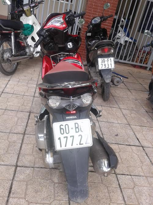 Chiếc xe máy của khổ chủ suýt bị đua nóng