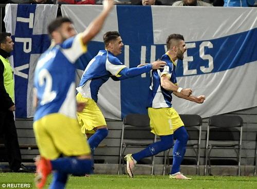 Valon Berisha ghi bàn cho Kosovo