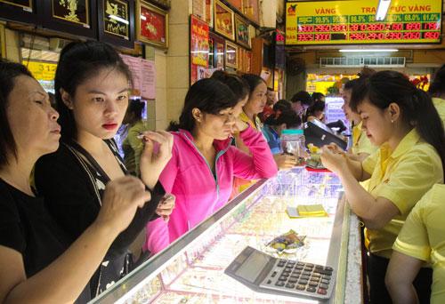 Vàng tăng giá liên tục nhưng vẫn không hấp dẫn được nhà đầu tư trong nước Ảnh: Hoàng Triều