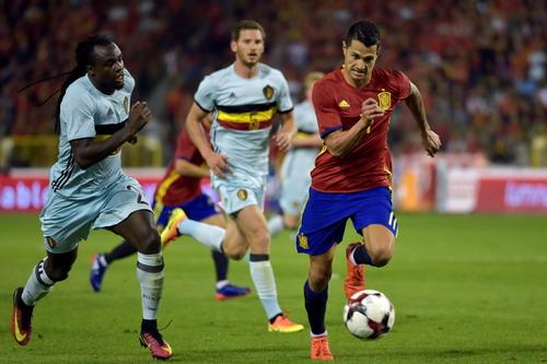 Vitolo kiến tạo cả hai bàn thắng cho Tây Ban Nha