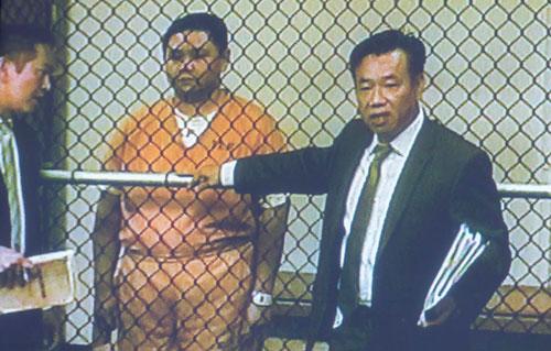 Minh Béo và luật sư Đỗ Phủ trong phiên luận tội trước đó. Ảnh OC Register