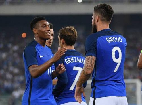 Olivier Giroud nhân đôi cách biệt cho đội khách
