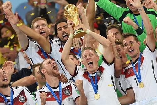 Schweinsteiger và chiếc cúp vô địch thế giới 2014 cùng tuyển Đức