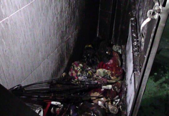Nhiều vật dụng trong phòng trọ bị cháy
