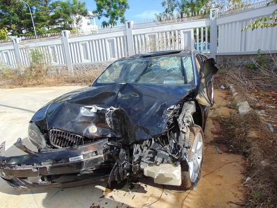 Chiếc BMW biến dạng sau vụ tai nạn kinh hoàng