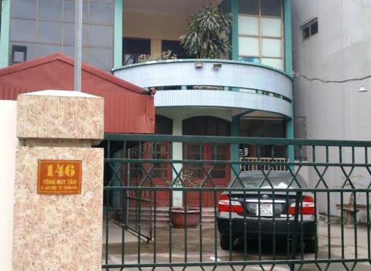 Công sở Ban quản lý dự án cải thiện môi trường đô thị Miền trung - Tiểu dự án Thanh Hóa cửa đóng im lìm, vắng bóng người sáng ngày 19-2