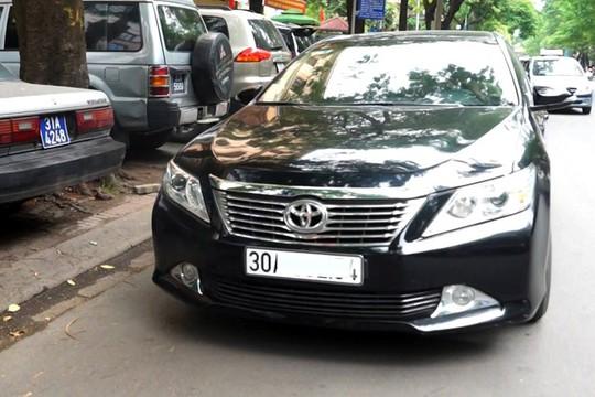 Nhiều xe cá nhân được sử dụng làm phương tiện vận tải và không bị hạn chế bởi quy định cho taxi. Ảnh: Duy Hiểu.