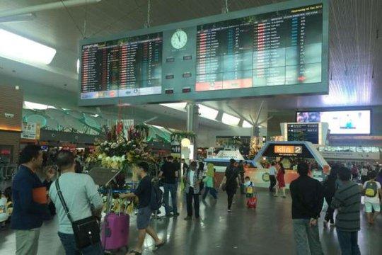Hành khách bị mắc kẹt tại Sân bay Quốc tế Kuala Lumpur Số 2 (KLIA2). Ảnh: The Star