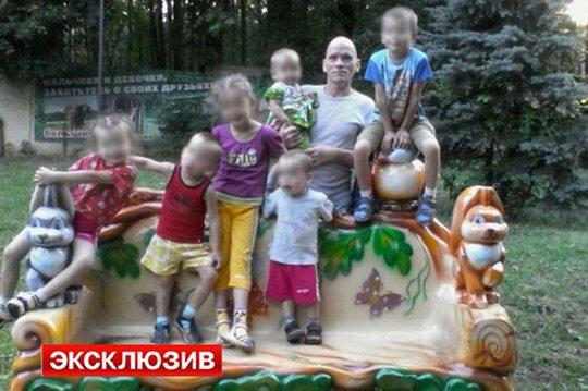 Ông Oleg Belov và 6 đứa con. Ảnh: Life News