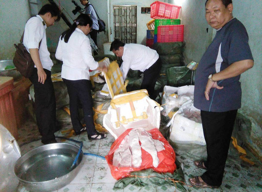 Cơ quan chức năng thu giữ số lượng lớn vú heo thối được tuồn từ Trung Quốc vào TP HCM