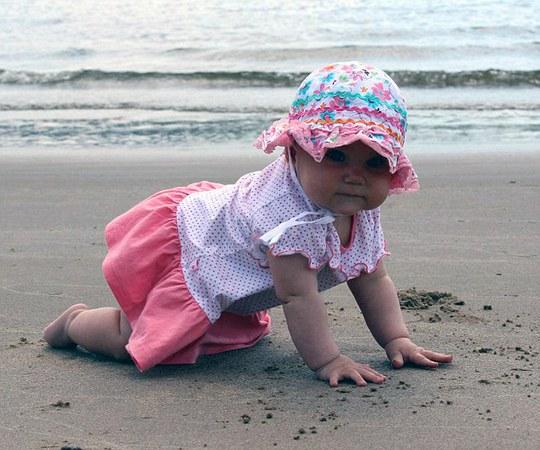 Darina vẫn chưa thể chạm chân lên biển ở Ai Cập như mong muốn của cha mẹ. Ảnh: Daily Mail