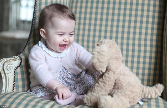 Công chúa Charlotte ngày càng dễ thương. Ảnh: PA
