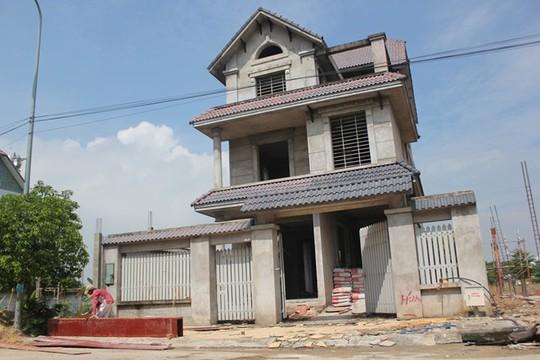 Nhiều biệt thự bỏ hoang ở khu Khang An, quận 9, đã được bàn giao lại cho chủ mới hoàn thiện đưa vào hoạt động. Ảnh: Zen Nguyễn.