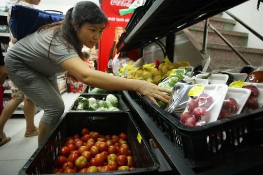 Rau củ quả Đà Lạt được bày bán tại một siêu thị trên phố Thụy Khuê (Hà Nội) - Ảnh: Nguyễn Khánh