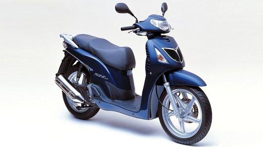 Mẫu xe Honda SH đầu tiên có mặt tại thị trường Việt.