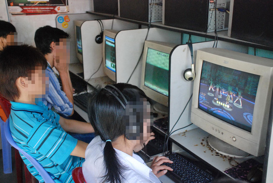Nhiều sinh viên chán học, sa đà vào chơi game online. Ảnh: TẤN THẠNH