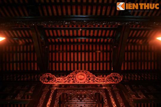 Ngôi nhà được xây dựng liên tục trong 10 năm với đội ngũ thợ xây, thợ mộc được đón từ Gia Định về; thợ chạm khắc đều là thợ giỏi đón từ Miền Bắc.