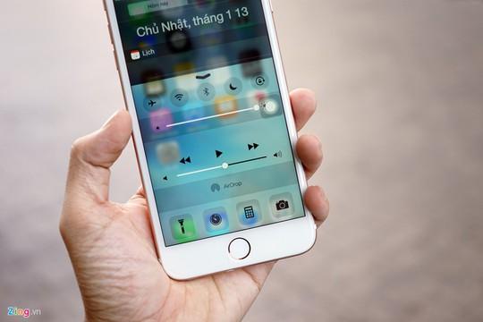 Trung tâm thông báo và thiết lập nhanh cũng được thiết kế tương tự iPhone thật, nhưng tính năng Air Drop không thể sử dụng được.