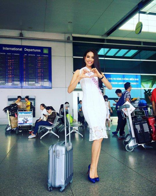Phạm Hương tại sân bay