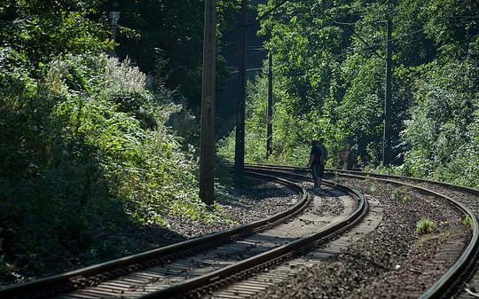 Tuyến đường sắt chạy qua thị trấn Walbrzych. Ảnh: Telegraph