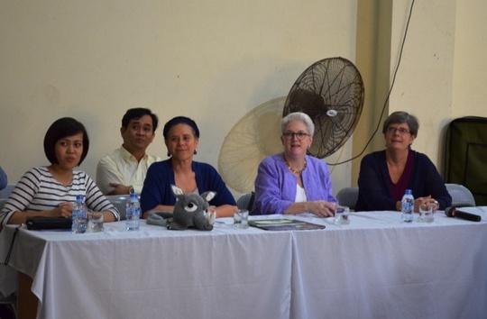 Chương trình có sự tham gia của Phó Đại sứ Mỹ tại Việt Nam, bà Susan Sutton (thứ 2 từ phải qua)