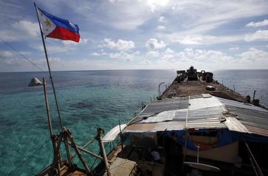 Tàu BRP Sierra Madre treo cờ Philippines ở Bãi Cỏ Mây, quần đảo Trường Sa. Ảnh: Reuters