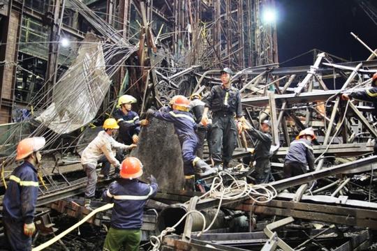 Hiện trường vụ giàn giáo đổ sập khiến 42 người thương vong