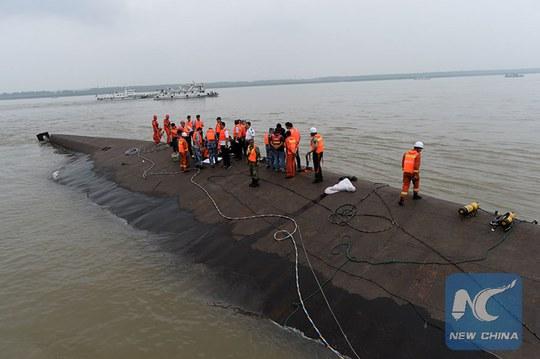 Chìm tàu trên sông Dương Tử. Ảnh: Tân Hoa Xã