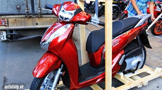 Honda SH300i 2015 nhập Ý có giá bán lên tới cả 13.000 USD.
