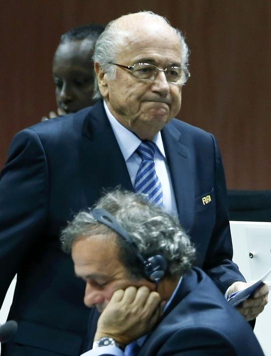Sepp Blatter và Platini phải trả giá cho hành vi thiếu minh bạch của mình