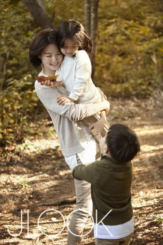 Young Ae và hai con