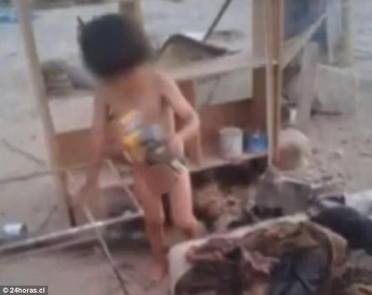 Cậu bé được tìm thấy trong tình trạng bị bỏ rơi