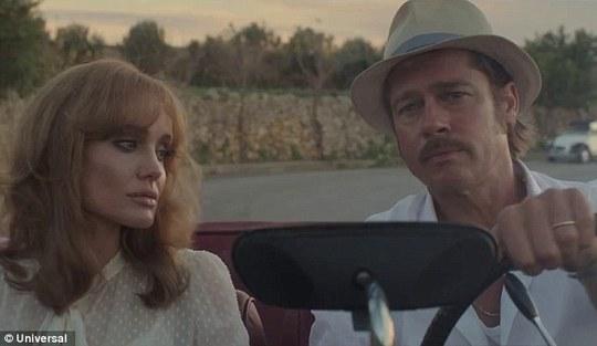 Angelina và Brad Pitt trong phim By the sea