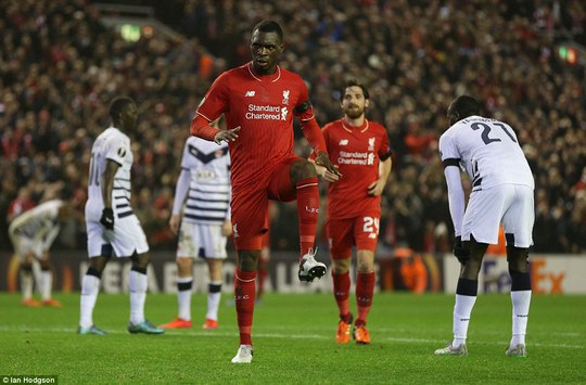 Benteke ghi bàn quyết định cho Liverpool