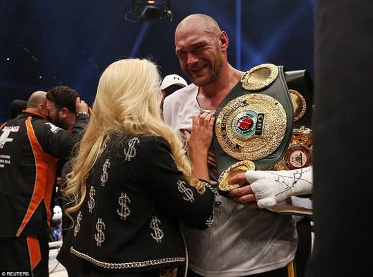 Fury khóc sau khi giành đai vô địch