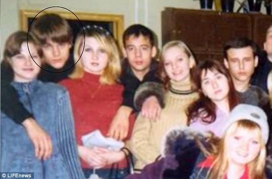 Anatoly Tolik Zemlyanka (khoanh tròn) hồi còn thiếu niên. Ảnh: LIFE News