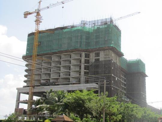Một khách sạn 5 sao cạnh sân bay Nước Mặn do người Trung Quốc làm chủ đang xây dựng.